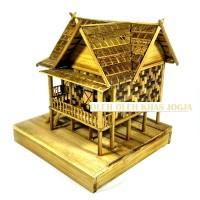 Miniatur Rumah Adat Sulawesi Utara