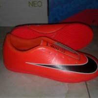 sepatu futsal anak orange size 33-37