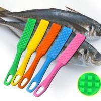 Fish Scale Remover Tongkat Pembersih Sisik Ikan Kerok Plastik Moody