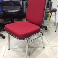 Kursi Susun Futura FTR 405 Warna Merah Hati
