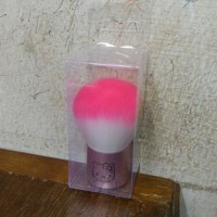 HK KABUKI KALENG BRUSH HELLO KITTY (KUAS MAKEUP)