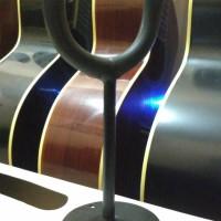 Stand gitar Ditembok