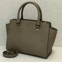 MK Selma Medium Top Zip Satchel (Dark Dune ) size 28-35 Diskon