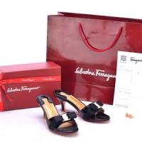 Sandal Salvatore Ferragamo Glory Bow Patent Slide Hitam SP805P