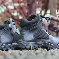 Sepatu Boots Pria Moofeat Delta High Everest Hitam 44bf8943d3
