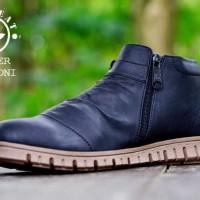 Sepatu Pria Moofeat Anthony Zipper Black Semi Boots Casual Kerja Pria
