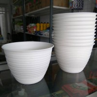 Pot Tanaman dan Bunga Plastik Putih Tawon 15 cm