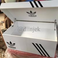 rak sepatu adidas / giant box
