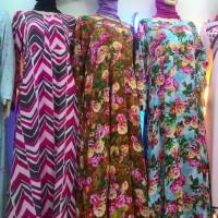 Baju Muslim untuk wanita lengkap dengan kerudung
