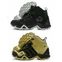Harga sepatu sneakers pria adidas ax2 traxion high outdoor sport | Pembandingharga.com