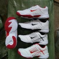 sepatu tennis nike import size 40-44 putih