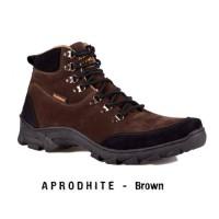 SEPATU MOOFEAT SLIM BOOTS BROWN SUED