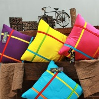 SARUNG BANTAL SOFA UK 60X60 MOTIF LIST WARNA