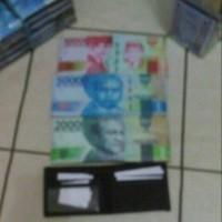 dompet mata uang rupiah dan dolar