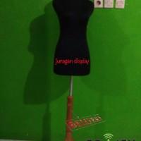 Manekin DM kain Hitam plus tiang kayu Best Price Khusus Gojek