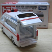 Tomica No 18 Nissan Caravan Mobil Ambulan Miniatur Diecast Takara Tomy