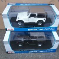 maisto 1:18 2014 jeep wrangler sahara black n white