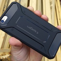 Case Spigen Rugged IPhone 5 / 5s / 6 / 6+ / 7 /7+ carbon softcase