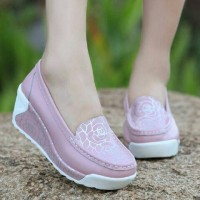 Jual Grosir sepatu slip on wanita wedges / selop / sport / murah Sneakers Murah