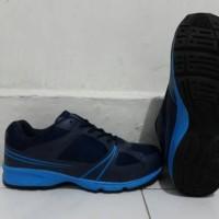 Sepatu olahraga ALRi jatah TNI AL
