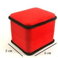Kotak Perhiasan Merah Beludru / Velvet / Tempat Cincin Couple