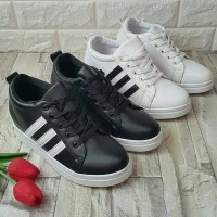 kim Eunie shop sneakers ootd koreanstyle sneakers black / white
