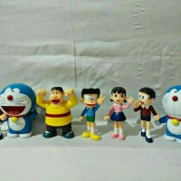 mainan pajangan figure hiasan kue doraemon nobita shizuka giant suneo