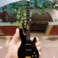 Miniatur Bass Schecter Black Johnny Christ A7X Signature
