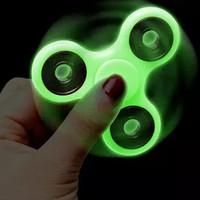 Mainan Fidget Spinner Glow In The Dark
