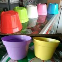 Pot Tanaman dan Bunga Plastik Warna Warni NKT 18cm
