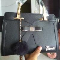 Tas wanita merk Bonia warna hitam
