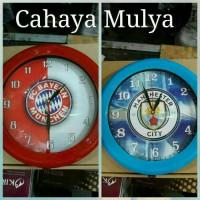 Jam Dinding Ogana Gambar Bayern Munchen & Man City Diameter 30 CM
