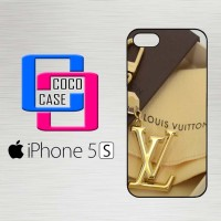 Casing Hardcase Hp iPhone 5s louis vuitton logo gold X4442