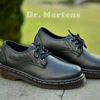 Jual sepatu docmart wanita /sepatu casual wanita dr martens low hitam Murah