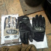 sarung tangan oklye hitam dan cream