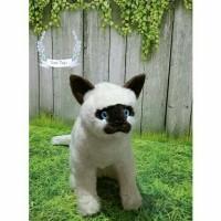 Boneka kucing Siam