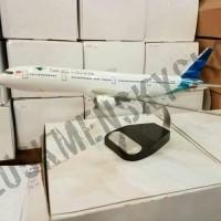 Miniatur Pesawat Garuda Indonesia B777