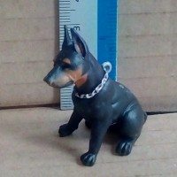 de-bo hood hounds series 1 mainan miniature anjing doberman