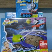 Thomas Adventures space station track pack + thomas engine