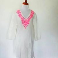 Jual Gaun panjang dengan motif bordir di V-Neck Murah