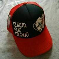 Topi Bola AC MILAN Curva Sud Hitam Merah
