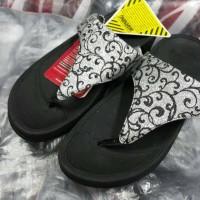 Jual fitflop batik black Murah