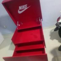 custom rak sepatu nike