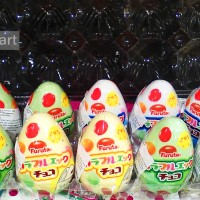 Furuta Tamago - Telur Isi Coklat Susu Aneka Warna