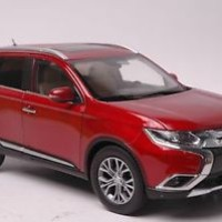 Mitsubishi Outlander 2016 car model in scale 1:18 red