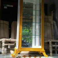 Curio Cabinet Kaca Lampu - Lemari Kaca Hias - Lemari Kaca Pajangan