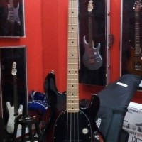 Bass sterling by musicman RAY34/M Made in Indonesia