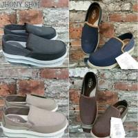 Jual Sepatu Pria Crocs Santa Cruz Deluxe Slip On / Sepatu Crocs /Crocs Murah