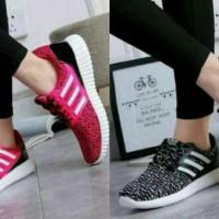 Promo Keluaran Sepatu Terbaru SEPATU KETS WANITA ADIDAS YEEZY HITAM