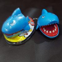 Mainan ikan hiu gigit jari, gantungan kunci mainan, mainan buaya gigit